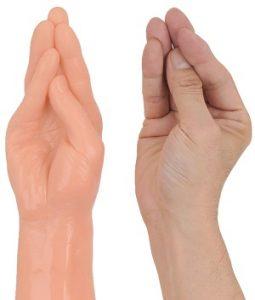 ディルドXL-BIG【ジャイアントファミリー(フィスト)】鷹の指と手の比較