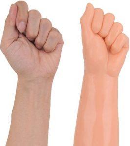 ディルドXL-BIG【ジャイアントファミリー(フィスト)】拳と手の比較